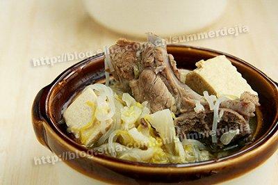 东北酸菜骨头炖冻豆腐