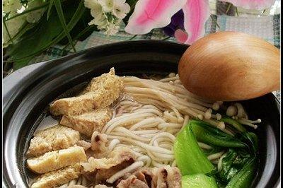 金针菇冻豆腐肥牛锅