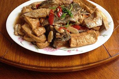 三文鱼头炖豆腐