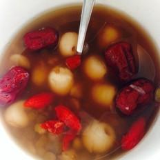绿豆莲子红枣枸杞汤